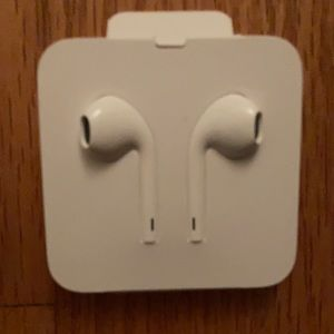 Authentic Apple EarPods for iPhone 7 and above